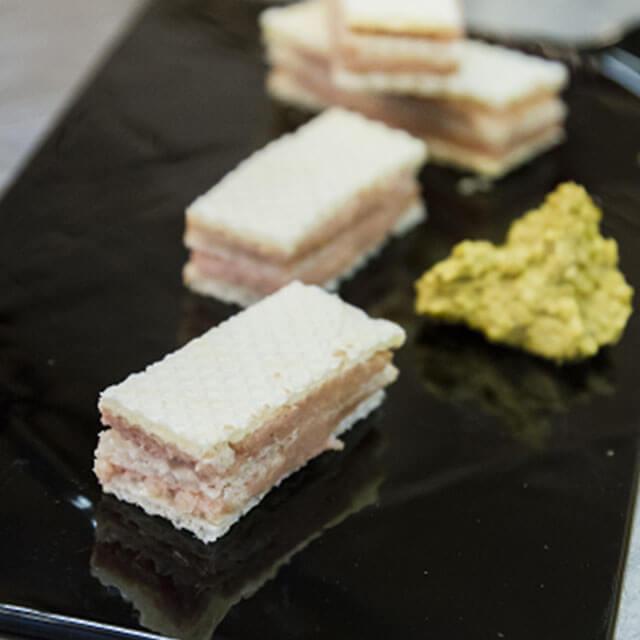 Wafer alla Mortadella Bologna IGP con crema di pistacchio salato