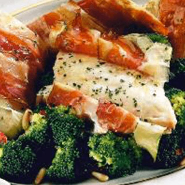Pagello con broccoli, porri e speck