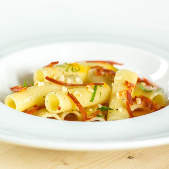 Candele, crema di peperoni, Soppressata di Calabria DOP e coriandolo