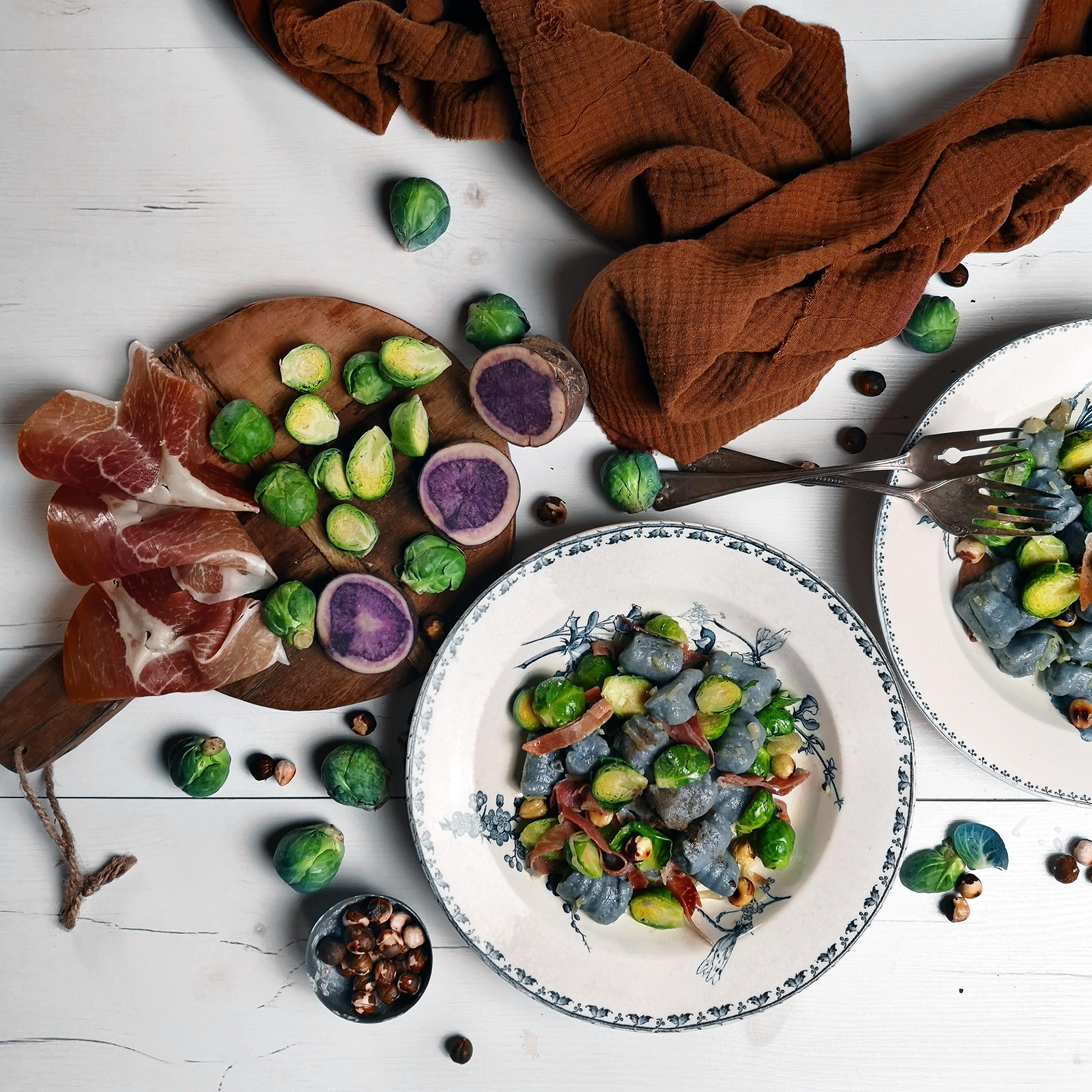 Gnocchi di patate viola con culatello di Zibello e cavoletti di Bruxelles