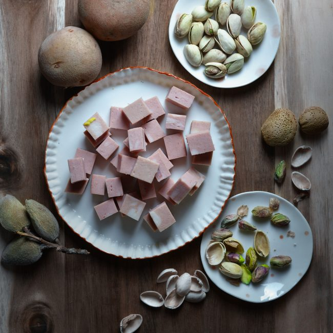 Gnocchi di mortadella con pesto di pistacchi